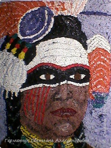 Индеец-воин.Это макияж  индейцев ,вставших на тропу войны.Рисунки поднимали боевой дух, вселяли в украшенных ими веру в себя.Полосы на щеках -признание в убийствах.     Википедия  фото 4