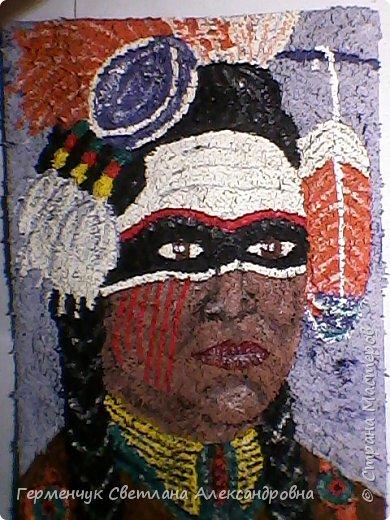 Индеец-воин.Это макияж  индейцев ,вставших на тропу войны.Рисунки поднимали боевой дух, вселяли в украшенных ими веру в себя.Полосы на щеках -признание в убийствах.     Википедия  фото 5