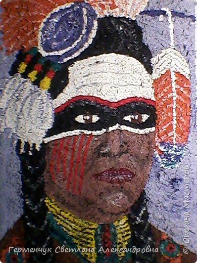 Индеец-воин.Это макияж  индейцев ,вставших на тропу войны.Рисунки поднимали боевой дух, вселяли в украшенных ими веру в себя.Полосы на щеках -признание в убийствах.     Википедия  фото 6