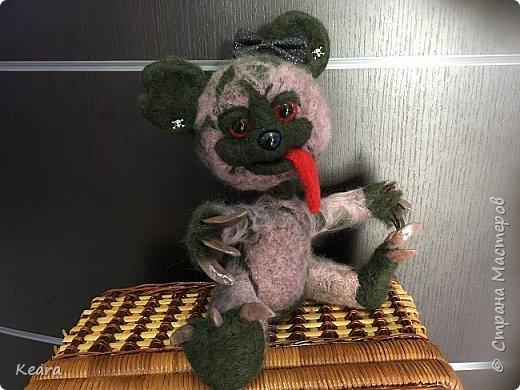 К Хэллоуину готовы! Мишка сделан из шерсти на проволлочном каркасе. Глазки и носик пластиковые, коготки из холодного фарфора. фото 2