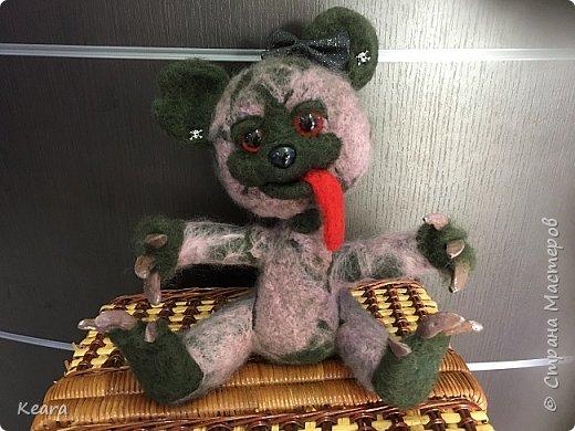 К Хэллоуину готовы! Мишка сделан из шерсти на проволлочном каркасе. Глазки и носик пластиковые, коготки из холодного фарфора. фото 4