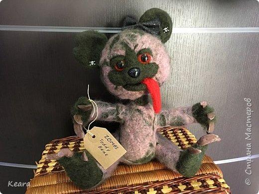 К Хэллоуину готовы! Мишка сделан из шерсти на проволлочном каркасе. Глазки и носик пластиковые, коготки из холодного фарфора. фото 1