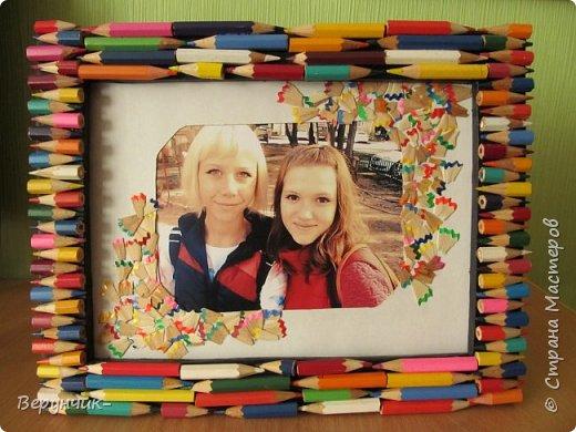Дочь для подружки попросила сделать фоторамку,посмотрев в интернете варианты мы сошлись на фоторамке из карандашей благо у нас их было очень много. фото 6