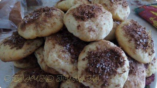 Я к вам сегодня с вот такими вкусными печенюшками. Готовятся они из продуктов, которые есть в каждом холодильнике, а результат всегда превосходный. Надеюсь, что вкус печенья с корицей согреет вас этим пасмурным осенним днем:)