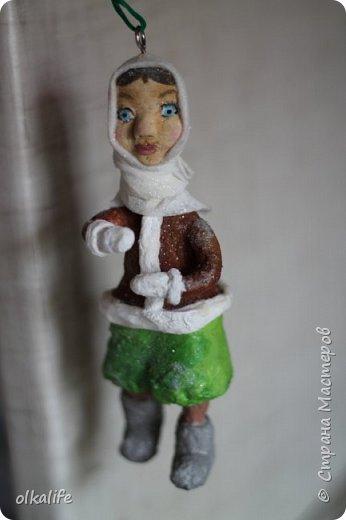 Впервые обратила внимание на ватные игрушки благодаря Ольге Симаковой(ссылку не могу сейчас загрузить,сделаю позже)От её игрушек я была в восторге,а когда увидела елку наряженную игрушками,обомлела от красоты,уюта и тепла.Решила тоже хочу!Спасибо ей за МК которые описаны и подробно сфотографированны,Вообщем начала делать.Первое это были грибочки,мухоморы,видела в инете из пластики такие,я из ваты решила сделать)).Такие получились)) первенцы)) фото 12