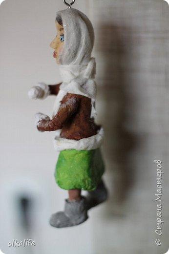 Впервые обратила внимание на ватные игрушки благодаря Ольге Симаковой(ссылку не могу сейчас загрузить,сделаю позже)От её игрушек я была в восторге,а когда увидела елку наряженную игрушками,обомлела от красоты,уюта и тепла.Решила тоже хочу!Спасибо ей за МК которые описаны и подробно сфотографированны,Вообщем начала делать.Первое это были грибочки,мухоморы,видела в инете из пластики такие,я из ваты решила сделать)).Такие получились)) первенцы)) фото 10