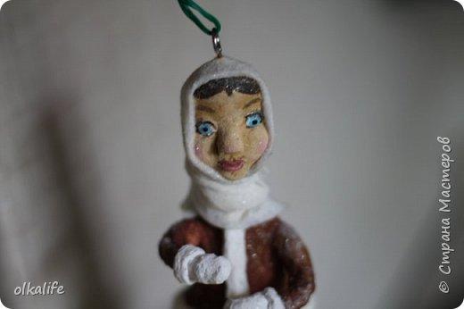 Впервые обратила внимание на ватные игрушки благодаря Ольге Симаковой(ссылку не могу сейчас загрузить,сделаю позже)От её игрушек я была в восторге,а когда увидела елку наряженную игрушками,обомлела от красоты,уюта и тепла.Решила тоже хочу!Спасибо ей за МК которые описаны и подробно сфотографированны,Вообщем начала делать.Первое это были грибочки,мухоморы,видела в инете из пластики такие,я из ваты решила сделать)).Такие получились)) первенцы)) фото 13