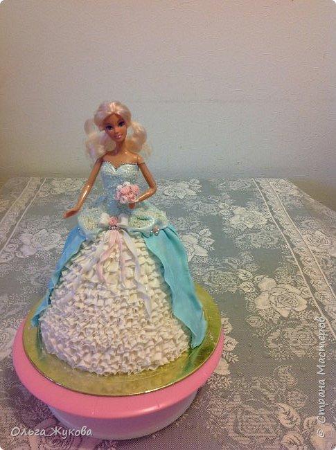 Всем доброго времени суток! Хочу показать мой новый тортик)) Принцесса. Внутри ванильный бисквит, молочная пропитка, творожный крем с кусочками ананаса.  фото 6