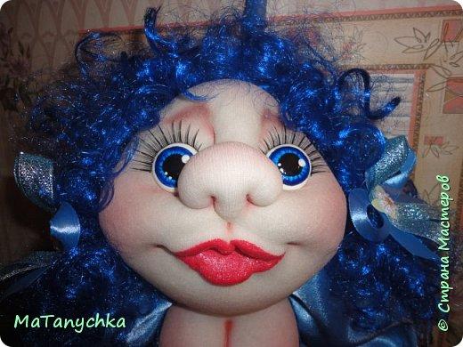 Бабушка Танюше  Куклу подарила:  Глазки голубые  И румянец милый.  Светлая головка,  Маленькие ножки,  Платье кружевное,  Ну ,а где сапожки?…  фото 4