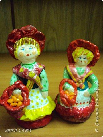 Добрый день, Страна! Продолжаю знакомить вас с нашими игрушками.   Ковровская глиняная игрушка - народный промысел, который образовался в районе  г. Коврова, на берегах Клязьмы. Возродившаяся в 90-е годы прошлого столетия, ковровская игрушка  завоевала любовь и признание во всем мире, покоряя сердца детей и взрослых своей красочностью, разнообразием сюжетов, добрым юмором. фото 4