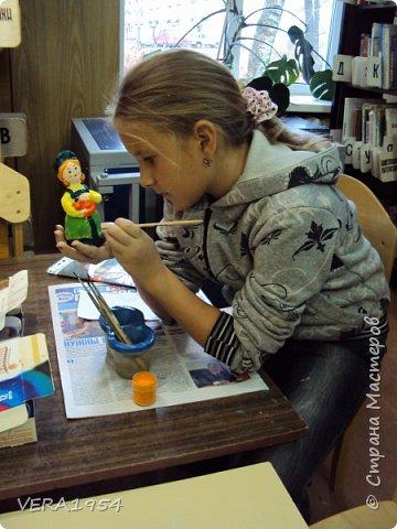 Добрый день, Страна! Продолжаю знакомить вас с нашими игрушками.   Ковровская глиняная игрушка - народный промысел, который образовался в районе  г. Коврова, на берегах Клязьмы. Возродившаяся в 90-е годы прошлого столетия, ковровская игрушка  завоевала любовь и признание во всем мире, покоряя сердца детей и взрослых своей красочностью, разнообразием сюжетов, добрым юмором. фото 9