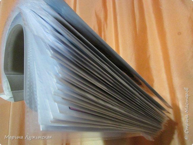 """Всем привет! Я уже рассказывала, что начала подготовку к нашему декабрьскому ожиданию Нового Года, сделала карточки для адвент календаря  http://stranamasterov.ru/node/1053512 , нашла новогодние кроссворды детишкам http://stranamasterov.ru/node/1056488 , сделала для ребятишек несколько новогодних настольных игр http://stranamasterov.ru/node/1056671 . Сегодня хочу поделиться со всеми новогодними сказками... Найдены они были мной на просторах интернета, в предновогодних выпусках разных детских журналов, типа """"Мурзилки"""", """"Простоквашино"""", """"Читайка"""", """"Шишкин лес""""...  Найденный клад я немножко изменяла, где убирала номера страниц журнала, где увеличивала размер страничек и т.п.  фото 4"""