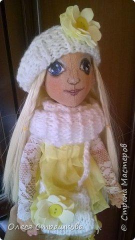 Тыквоголовка. Тряпичная куколка. Милая блондинка Алиса. На пуговичном креплении. Волосики-трассы для кукол. Ручки и ножки подвижные. Вся одежда снимается.  Стоит на подставочке.  фото 3