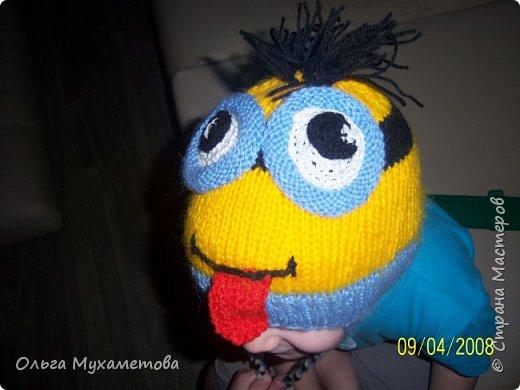 Вот такие шапочки я связала детям так как мы очень любим мультфильм МИНЬОНЫ выбор был небольшой. фото 4