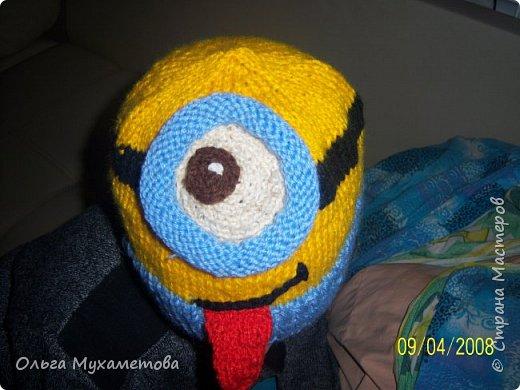 Вот такие шапочки я связала детям так как мы очень любим мультфильм МИНЬОНЫ выбор был небольшой. фото 2