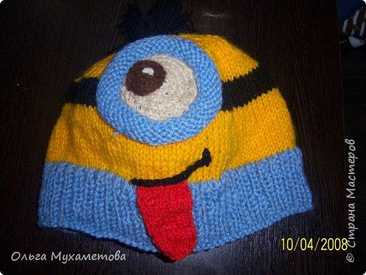 Вот такие шапочки я связала детям так как мы очень любим мультфильм МИНЬОНЫ выбор был небольшой. фото 1