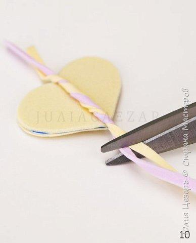 Небольшой мастер-класс по созданию вязаного сердечка из фоамирана. Такие сердечки применимы в декоре. Также их можно использовать в качестве броши, резинки, заколки и т.д. В МК я показываю как сделать именно такое сердечко, но Вы можете использовать любые формы, размеры и цвета))) (Можно использовать обрезки фоамирана;)) фото 11