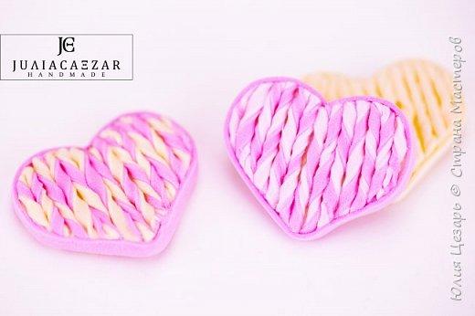 Небольшой мастер-класс по созданию вязаного сердечка из фоамирана. Такие сердечки применимы в декоре. Также их можно использовать в качестве броши, резинки, заколки и т.д. В МК я показываю как сделать именно такое сердечко, но Вы можете использовать любые формы, размеры и цвета))) (Можно использовать обрезки фоамирана;)) фото 28