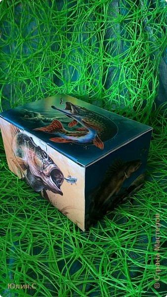 """Доброго времени суток! Представляю вашему вниманию подарочный набор """"Рыбацкое счастье"""". Набор сделан в подарок на день рождения другу большому любителю рыбалки.  Работала с удовольствием и любопытством: осваивала новый для меня способ работы с распечатками """"мордой в лак"""". Результатом осталась довольна (ой как не скромно!). В принципе ни чего сложного: вживление распечаток, по бокам шпаклевка, подрисовка и много лака. фото 10"""