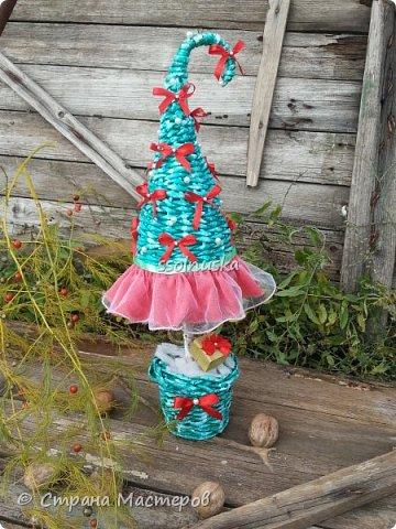 Добрый день!  Сегодня хочу поделиться своей ёлочкой. Очень мне нравится!  В традиционно новогодних цветах. фото 1