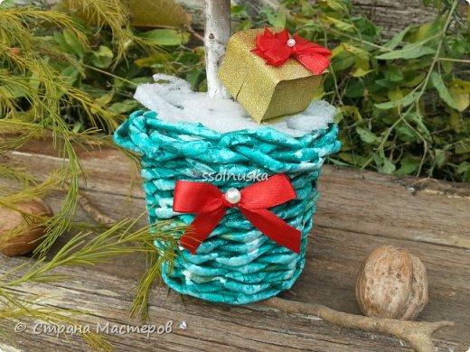 Добрый день!  Сегодня хочу поделиться своей ёлочкой. Очень мне нравится!  В традиционно новогодних цветах. фото 2