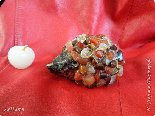 ежик из натуральных камней