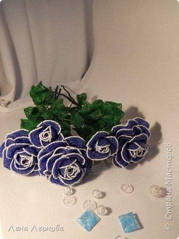 Начну с роз. Розы выполнены на совместном плетении под руководством Маины Азизовой. фото 1