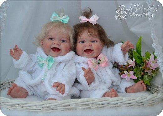 """Здравствуйте, девочки-мастерицы!Я к вам с новорожденными сестричками, вчера """"родились"""". Малышки по 35см, вес каждой по 1 кг. Очень позитивные, поднимающие настроение, пухленькие, тискательные, хоть и маленькие. Поглядите- Оленька и Алёнка. фото 2"""