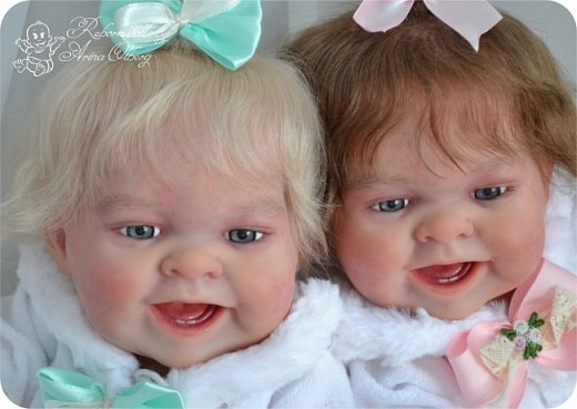 """Здравствуйте, девочки-мастерицы!Я к вам с новорожденными сестричками, вчера """"родились"""". Малышки по 35см, вес каждой по 1 кг. Очень позитивные, поднимающие настроение, пухленькие, тискательные, хоть и маленькие. Поглядите- Оленька и Алёнка. фото 1"""