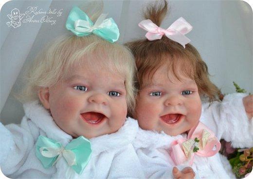 """Здравствуйте, девочки-мастерицы!Я к вам с новорожденными сестричками, вчера """"родились"""". Малышки по 35см, вес каждой по 1 кг. Очень позитивные, поднимающие настроение, пухленькие, тискательные, хоть и маленькие. Поглядите- Оленька и Алёнка. фото 3"""