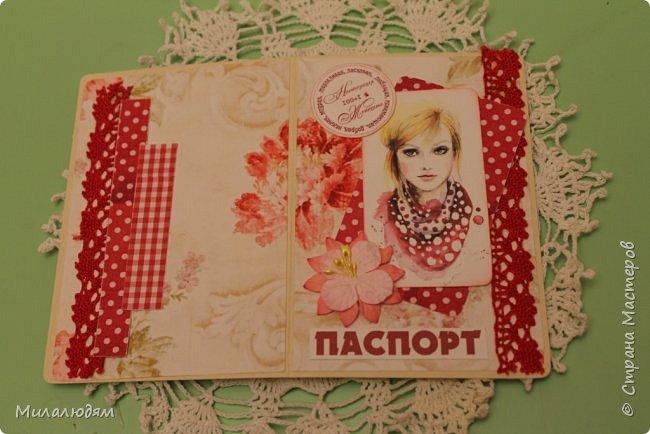 Всем здравствуйте!  Сегодня я с открыткой на день рождения. Хочу показать разницу ночных и дневных фото. Это ночные. Несвойственная для меня цветочная композиция водопадом. Но мне понравилось. фото 16