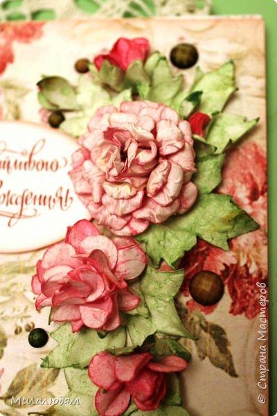 Всем здравствуйте!  Сегодня я с открыткой на день рождения. Хочу показать разницу ночных и дневных фото. Это ночные. Несвойственная для меня цветочная композиция водопадом. Но мне понравилось. фото 3
