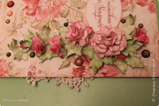Всем здравствуйте!  Сегодня я с открыткой на день рождения. Хочу показать разницу ночных и дневных фото. Это ночные. Несвойственная для меня цветочная композиция водопадом. Но мне понравилось. фото 5