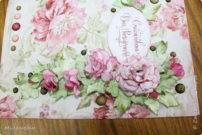 Всем здравствуйте!  Сегодня я с открыткой на день рождения. Хочу показать разницу ночных и дневных фото. Это ночные. Несвойственная для меня цветочная композиция водопадом. Но мне понравилось. фото 11