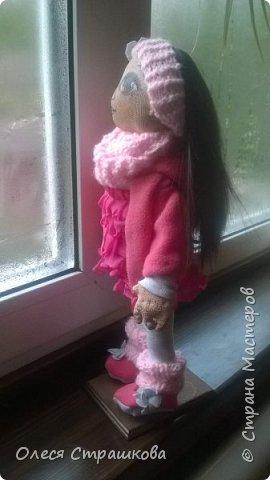 Милая девочка Дашенька. Выполнена в технике грунтованный текстиль. Ручки и ножки подвижные на пуговичном креплении. Одежда вся съемная, дизайнерская, выполнена в ручную, с ярлычками. фото 3