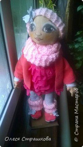 Милая девочка Дашенька. Выполнена в технике грунтованный текстиль. Ручки и ножки подвижные на пуговичном креплении. Одежда вся съемная, дизайнерская, выполнена в ручную, с ярлычками. фото 4