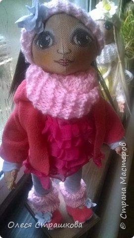 Милая девочка Дашенька. Выполнена в технике грунтованный текстиль. Ручки и ножки подвижные на пуговичном креплении. Одежда вся съемная, дизайнерская, выполнена в ручную, с ярлычками. фото 6