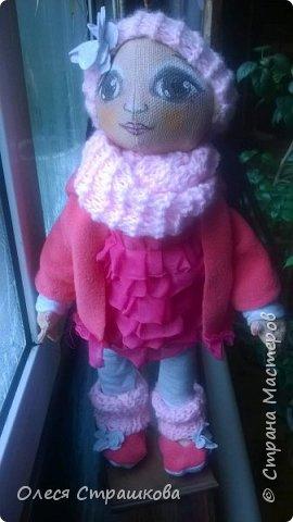 Милая девочка Дашенька. Выполнена в технике грунтованный текстиль. Ручки и ножки подвижные на пуговичном креплении. Одежда вся съемная, дизайнерская, выполнена в ручную, с ярлычками. фото 1