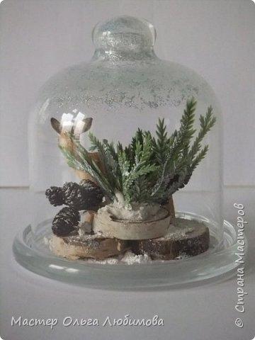 """Частенько в интернете мелькают фотографии новогодних и рождественских открыток с маленьким олененком. И так захотелось сделать праздничную композицию с этим лесным персонажем по мотивам этих открыток! В моей композиции собралось все самое необходимое: еловые ветки, слегка припорошенные снегом,спилы дерева, шишки ольхи, снег и конечно же главный герой - олененок. Такая новогодняя композиция украсит любой дом, будет замечательным дополнением к фотосессии, а еще это может быть и отличным рождественским подарком. Также такая композиция украсит и детскую комнату, да к тому же можно вместе с детишками сочинить рождественскую сказку. Вот и развитие творческого воображения ! И напоследок, хотелось бы поделиться словами известной песни """"Лесной олень"""": """"Осенью в дождливый серый день  Проскакал по городу Олень  Он бежал по гулкой мостовой  Рыжим лесом пущенной стрелой  Вернись Лесной Олень  По моему хотенью! Умчи меня Олень  В свою страну оленью  Где сосны рвутся в небо  Где быль живет и небыль  Умчи меня туда Лесной Олень  Он бежал, и сильные рога  Задевали тучи облака. И казалось будто бы над ним  Становилось небо голубым. Вернись Лесной Олень  По моему хотенью! Умчи меня Олень  В свою страну оленью  Где сосны рвутся в небо  Где быль живет и небыль  Умчи меня туда Лесной Олень  Говорят чудес на свете нет  И дождями смыт Оленя след  Только знаю он ко мне придет! Если верить -сказка оживет! Вернись Лесной Олень  По моему хотенью! Умчи меня Олень  В свою страну оленью  Где сосны рвутся в небо  Где быль живет и небыль  Умчи меня туда Лесной Олень  Вернись Лесной Олень  По моему хотенью! Умчи меня Олень  В свою страну оленью  Где сосны рвутся в небо  Где быль живет и небыль  Умчи меня туда Лесной Олень  Умчи меня туда Лесной Олень  Умчи меня туда Лесной Олень"""" (слова: Энтин Ю.)  фото 4"""