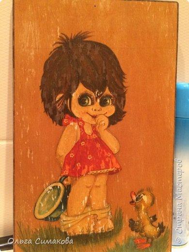 У меня сегодня неожиданный пост!) Такая картинка была в детстве. В туалете. Ой как я её хотела вернуть! Но, найдя на чердаке поняла... Капец моей картинке. Взяла фанеру, нарисовала. Рисовала глядя на неё. Не знаю как это называется. Перерисовала наверное. Но не через копирку. Раскрасила гуашью, покрыла лаком. И ВСЁ!)  фото 4