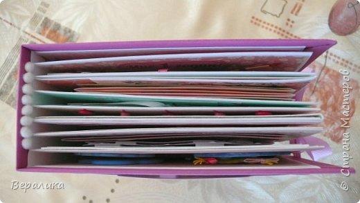 Наконец-то я закончила делать альбомчик для своей младшей внученьки Алисочки, куда ее мама заботливо вклеит фото девочки от самого первого дня появления малышки на свет и до года включительно. Начинала делать альбом в апреле, а закончила только в октябре. Каждую страничку делала с любовью и нежностью, долго подбирая и выбирая бумагу, декор, продумывая исполнение каждой странички. Думаю, что внучке останется отличный подарок в память от бабушки. Переплет делала по МК-видео, который подготовила Sasha Gossen/ Фото будет ну ОЧЕНЬ много... Приятного просмотра всем, кто зайдет в гости!  фото 50