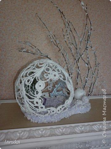 """Шар в технике """"джутовая филигрань"""", диаметр 19 см. Захотелось сделать новогоднюю композицию на камин. Вот что получилось. фото 3"""