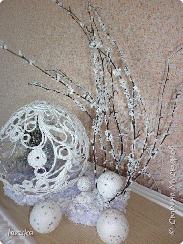 """Шар в технике """"джутовая филигрань"""", диаметр 19 см. Захотелось сделать новогоднюю композицию на камин. Вот что получилось. фото 1"""