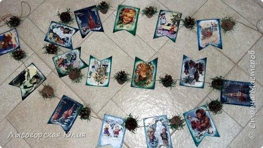 Всем здравствуйте! Люблю я рассматривать старые новогодние открытки,( в детстве я их собирала, но к сожалению ничего не сохранила, теперь только в интернете можно увидеть)  и решила сделать из них флажки. Наконец-то закончила свою новогоднюю работу , которую начала еще в феврале.  фото 5