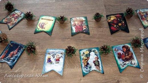 Всем здравствуйте! Люблю я рассматривать старые новогодние открытки,( в детстве я их собирала, но к сожалению ничего не сохранила, теперь только в интернете можно увидеть)  и решила сделать из них флажки. Наконец-то закончила свою новогоднюю работу , которую начала еще в феврале.  фото 4
