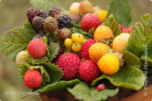 Девочки,привет! Налепила вот таких ягодок, часть из них делала на заказ и добавила разнообразия,заодно немного пофоткала процесс тонировки. фото 4