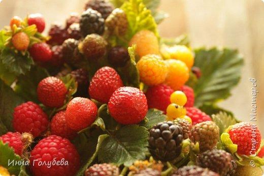 Девочки,привет! Налепила вот таких ягодок, часть из них делала на заказ и добавила разнообразия,заодно немного пофоткала процесс тонировки. фото 21