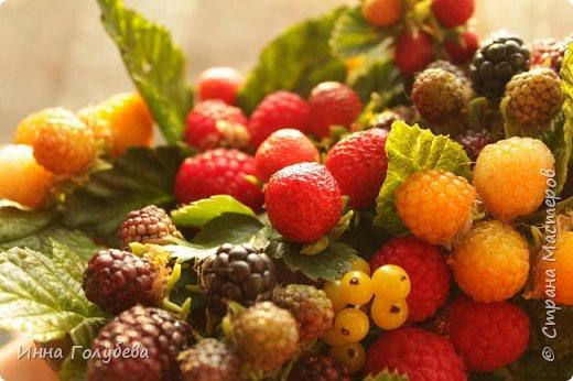 Девочки,привет! Налепила вот таких ягодок, часть из них делала на заказ и добавила разнообразия,заодно немного пофоткала процесс тонировки. фото 3