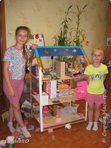 Вот такой домик из фанеры сделал для моих дочек дедушка. фото 2