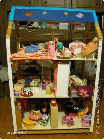 Вот такой домик из фанеры сделал для моих дочек дедушка. фото 1
